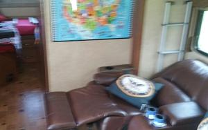 Click image for larger version  Name:Recliners-Out.jpg Views:61 Size:83.3 KB ID:11981