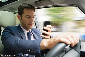 Click image for larger version  Name:guy driving taking a pic.jpg Views:99 Size:58.7 KB ID:12759