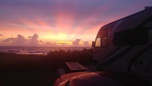 Click image for larger version  Name:Stunning sunrise at Flagler Bch2018.jpg Views:65 Size:15.2 KB ID:12803