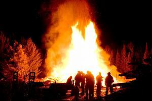 Click image for larger version  Name:Bonfire+2012+flames.jpg Views:113 Size:89.0 KB ID:12914
