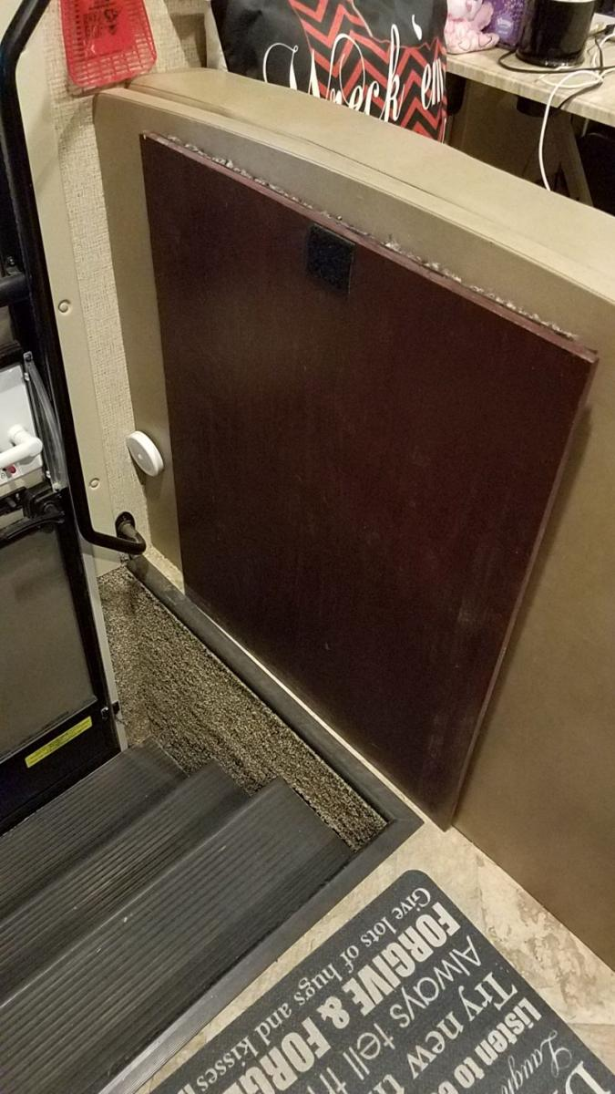 Click image for larger version  Name:stairwell 002.jpg Views:90 Size:113.7 KB ID:15764