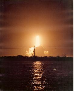 Click image for larger version  Name:Night Shuttle Launch.jpg Views:34 Size:124.8 KB ID:27178