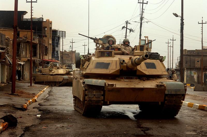 Click image for larger version  Name:LAND_M1s_3-ID_Iraq_Tal_Afar_lg[1].jpg Views:37 Size:123.4 KB ID:6357