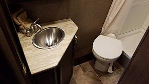 Click image for larger version  Name:Bathroom.jpg Views:100 Size:32.6 KB ID:7928
